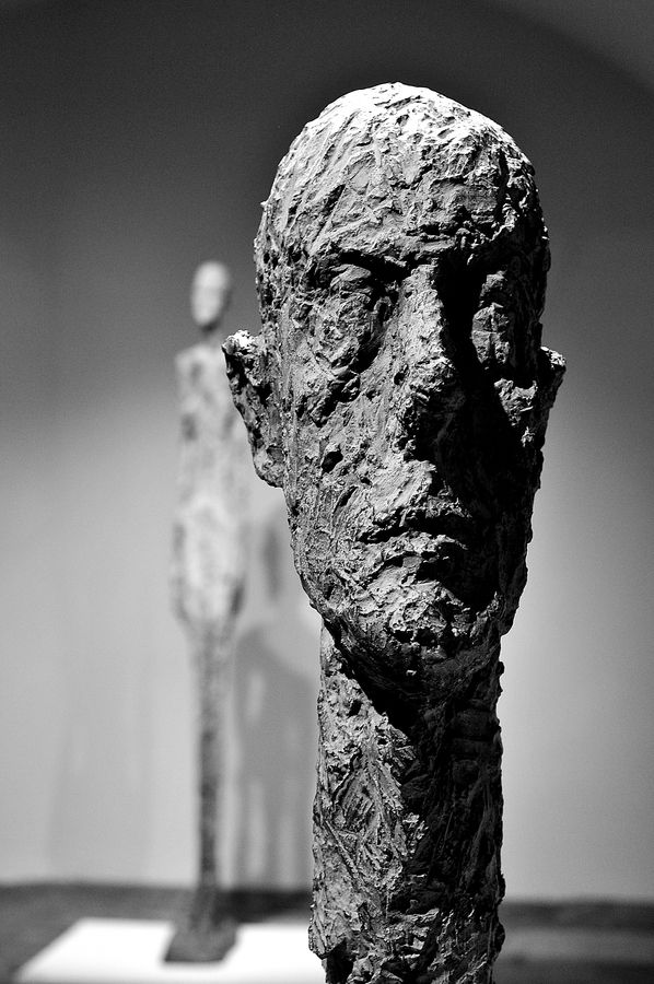 Verticale compositie  Monumental Head by Alberto Giacometti - Hirshhorn Museum, Washington, D.C