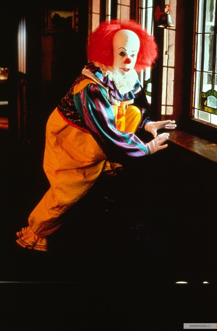 best ideas about pennywise the dancing clown behind the scenes and promo photos of tim curry as pennywise the dancing clown