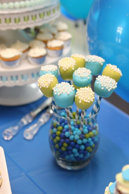 Marshmallow pops at a Baby Shower #babyshower #marshmallow