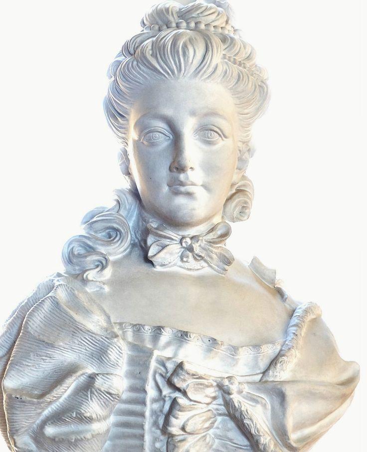 Plaster bust of Izabela Lubomirska by Jakub Tatarkiewicz, after 1807, Muzeum Pałacu Króla Jana III w Wilanowie