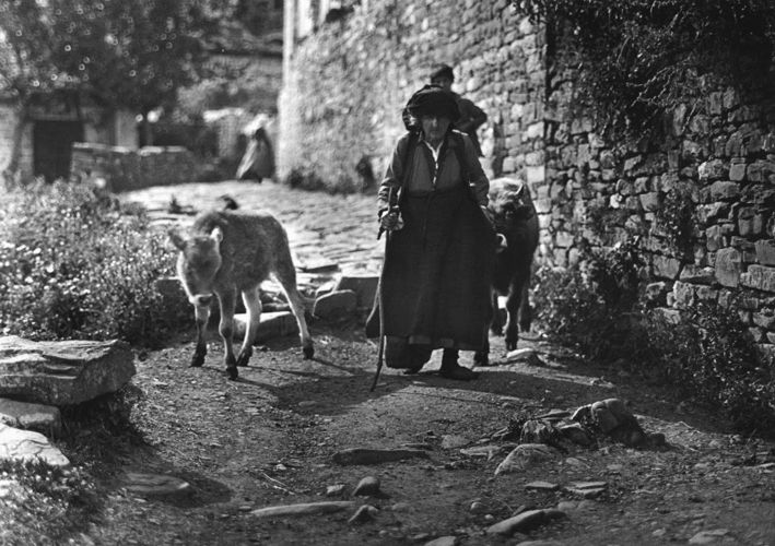 François Frédéric Boissonnas: Μπάγια (Κήποι) Ζαγορίου, γυναίκα, 1913