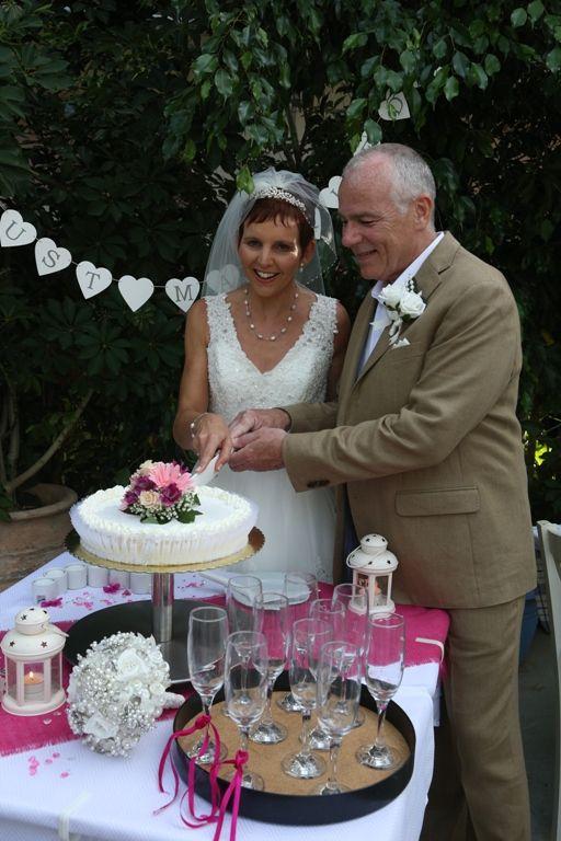Cutting their wedding cake with tradiotional Greek way!!!! #weddingingreece #kefalonia #mythosweddings