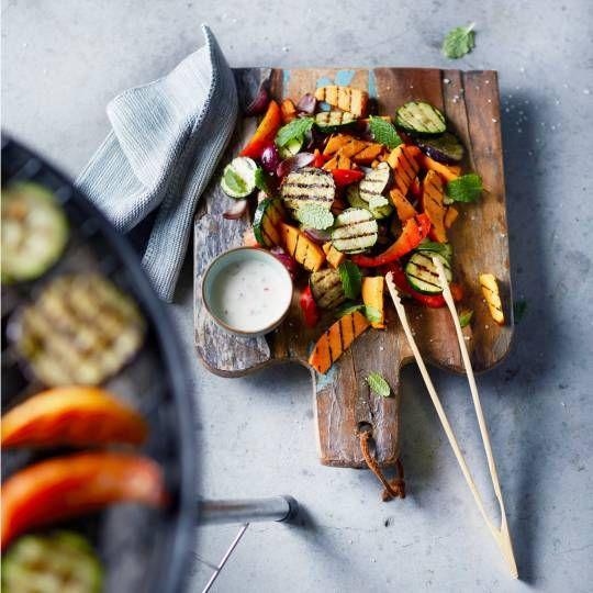 Boodschappen - Salade van zoete aardappel met chili-muntdressing en gegrilde groenten