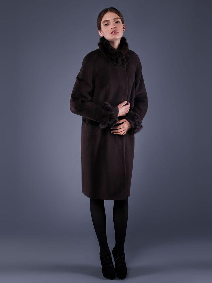 Пальто шоколадного цвета - Frizman, Утеплённое пальто прямого силуэта длиной до колена из ворсовой ткани с альпакой, украшенное отделкой из норковой бейки. Спереди — потайная застежка на пуговицы. Для удобства предусмотрены прорезные карманы. Изделие с длинным рукавом