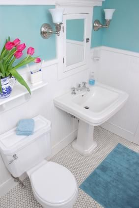 Tips on renovating a small bathroom/ensuite. Includes advice on tiling, colour, layout, size of fittings etc.