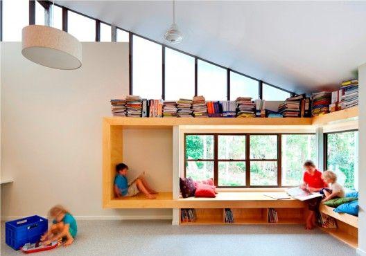 窓際の読書スペース参考例。