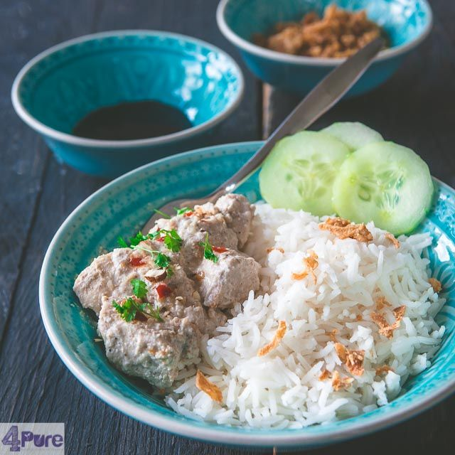 Indian chicken korma  - English recipe - Indian chicken korma is a mildly spiced chicken recipe with a thick sauce. Marinated in yogurt and cooked in coconut milk and spices. Very pure and delicious, made from scratch