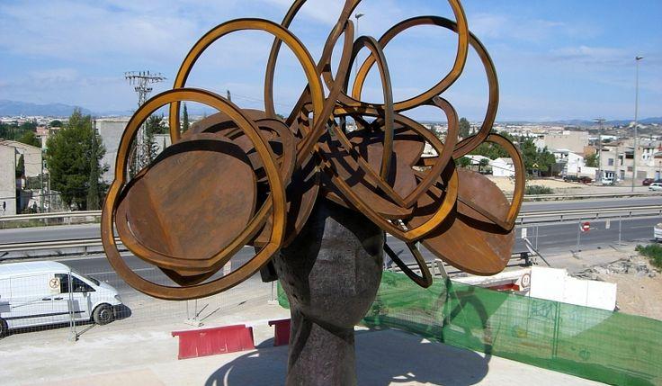 esta escultura utiliza la fundición.
