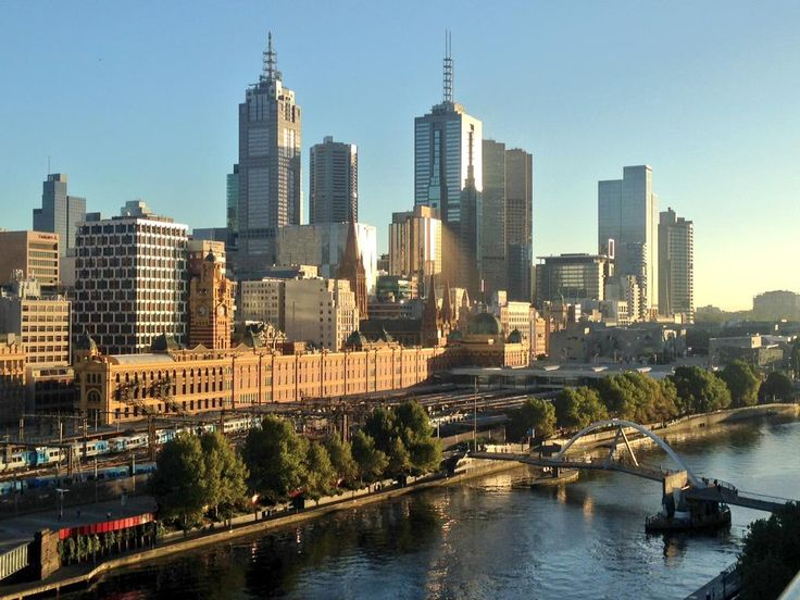 #Melbourne looking pretty good from our Sky News balcony this morning   (@AhronYoung)