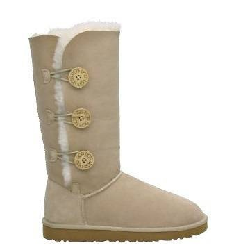 New in box Ugg triple bailey button sheepskin boots. Available in sizes 6, 7