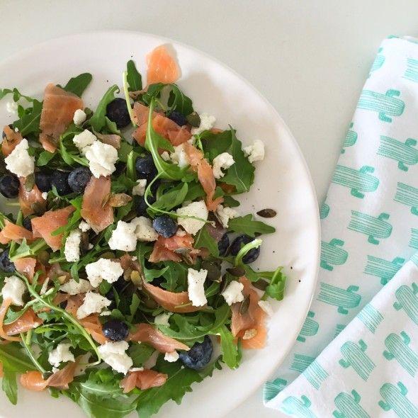 I Love Health | Salade gerookte zalm, geitenkaas en bosbessen | http://www.ilovehealth.nl