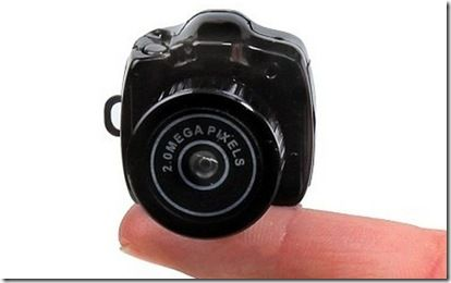 The world's smallest digital camera  The tiny camera can take photos of 2 million pixel and can also record video.  The manufacturer said that this miniature camera can shoot 1600 x 1200 size photos with auto focus, and also provides a USB interface can be connected to a computer for data management.