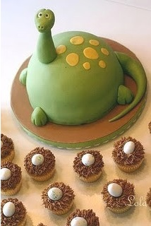 dragon cake with egg cupcakes