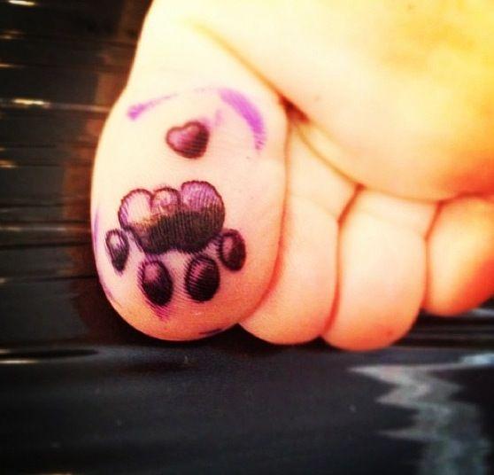 Big toe. Big paw. Lion paw print tattoo | Tattoo