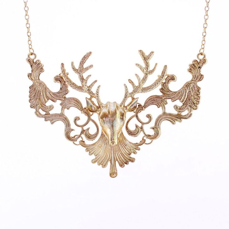 Discover your wild side with this gorgeous vintage deer necklace!  Colour: Off gold. Material: Metal alloy. Chain length: Approx 53cm. Price: €12.00
