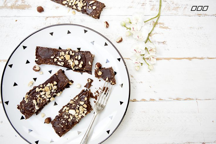 Nutella fans rejoice - we have the ultimate Tuesday treat to help you get your sweet, nutty fix... raw nutella slice...