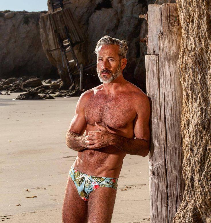 Free gay dating for older men