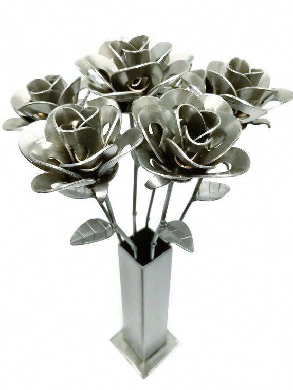 скульптуры цветов из металла фото иллюзия привлекает