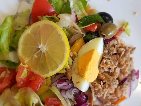 Mennyei Tonhalsaláta gazdagon recept! Egy jó vitamin dús könnyű ételre vágyott a család. Íme, ez a változatot nyerte meg tetszésünket.