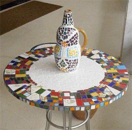 Tampo de mesa e garrafa em mosaico.Belo conjunto!