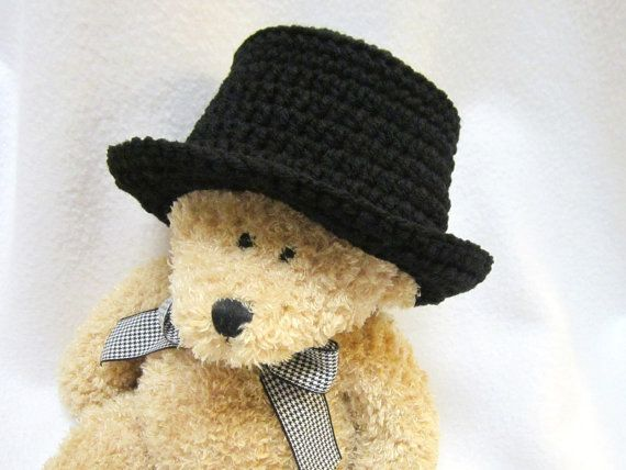 Check out this item in my Etsy shop https://www.etsy.com/listing/229820211/crochet-black-baby-top-hat-black-fedora