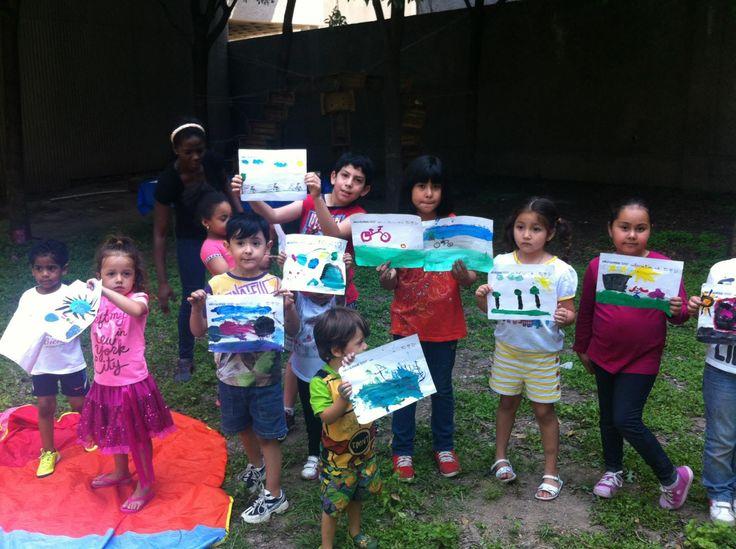 """Niñ@s al Pedal - Día Mundial de la Bicicleta - Monterrey   Niñas y niños de 26 ciudades del país celebraron este 19 de abril el Día Mundial de la Bicicleta dibujando en la actividad """"Niñ@s al Pedal"""".  En Monterrey organizamos la acción en el Parque Ciudadano ubicado en la esquina de Matamoros y Escobedo, donde diputados intentaron construir una bodega de autos.  Más información en www.pueblobicicletero.org/2015/04/infantesalpedal"""