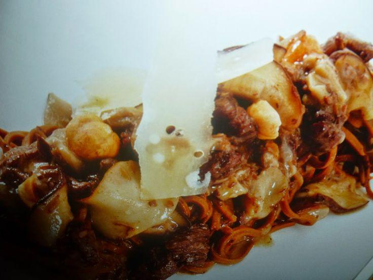 un mondo di ricette: tagliolini di cioccolato con ragù di cinghiale e p...