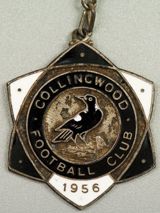 """COLLINGWOOD: Member's Badge from 1956 (2nd year), with """"Social Club Member 134"""" on reverse. Extremely rare."""