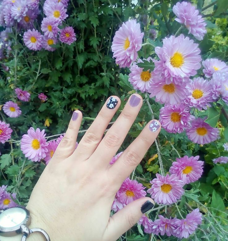 #nails #notd  Νύχια και λουλούδια σε συνδυασμό! . . . #diaryofabeautyaddict #myeditlook #elbeautythings #notd #nailart #nailblogger #nailstagram #nailsbyme #nailsdesign #nbloggers #greekblogger #greekbloggers #bbloggersgr #bbloggers #beautyblogger #fbloggers #lbloggers #nailslove #naillife #naillover #nailsaddict #naildesigns #nails2inspire #nailpromote #instanails #autumnnails #fallnails #dotticure