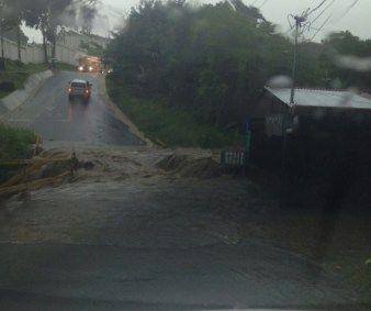 Fuertes lluvias inundan varios sectores del país. #TN7