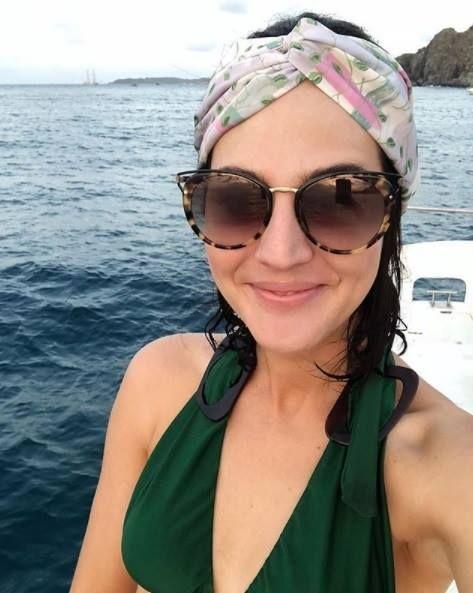 17822baf5af48 A linda  vicceridono arrasando em sua viagem com seu óculos de sol Prada