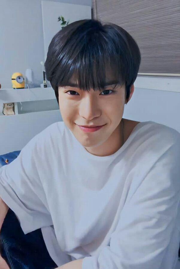 Gimana Ya Kalo Kalian Punya Pacar Seorang Idol Korea Yang Terkenal A Fiksipenggemar Fiksi Penggemar Amreading Books Wattpad In 2020 Nct Kpop