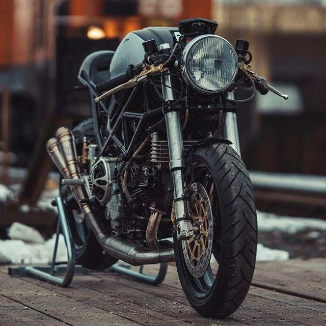 @pipeburn / @caferacergram EXCLUSIVE feature: Introducing the 'Monstro 900' Ducati by @nctmotorcycles See / read more at the direct article link in our profile. |  Photo by @pege78 #caferacergram #pipeburn #nctmotorcycles