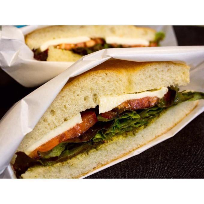 オパンの厚焼きフォカッチャベーコンレタスサンドイッチ(2016.10.30) | OPAN オパン|東京 笹塚のパン屋