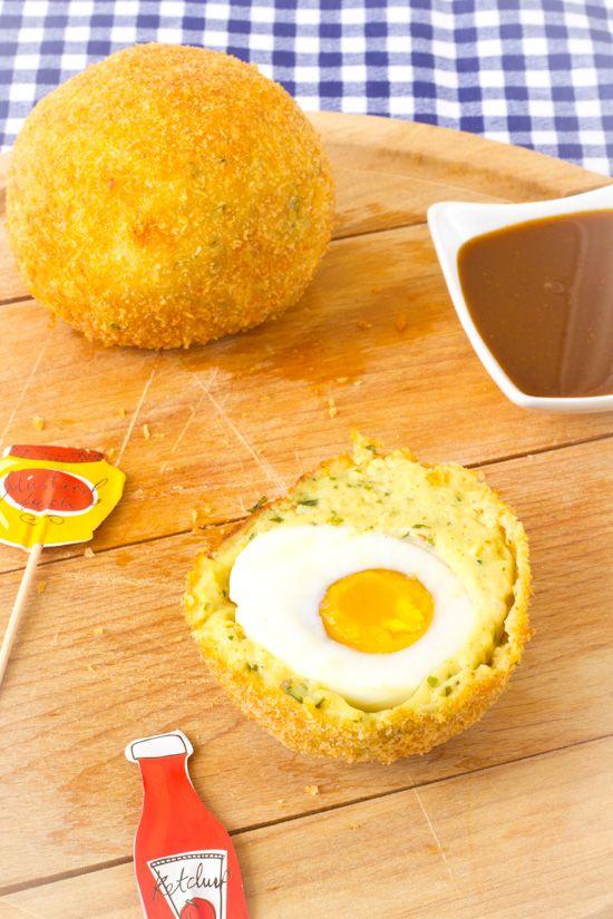 Recept Groningse eierballen. Een typische snack uit het uitgaans leven in Groningen. Zeer geliefd onder studenten na een flinke avond uit.