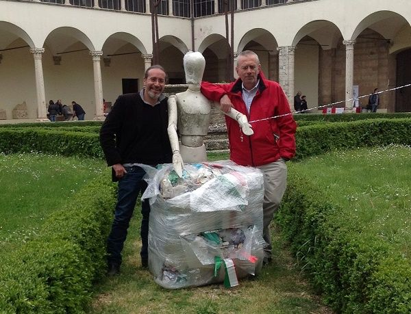 Plastic Food Project abbraccia l'arte fiorentina @Ecodallecitta @2EWWR @EnviInfo @eHabitatit @menorifiuti