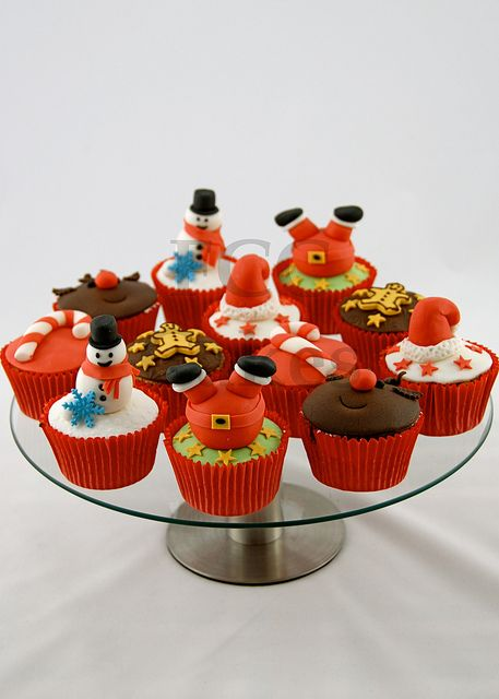 Assorted Christmas Cupcakes Platter