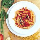 Pasta Arrabiata, lekker met aubergine en zachte geitenkaas