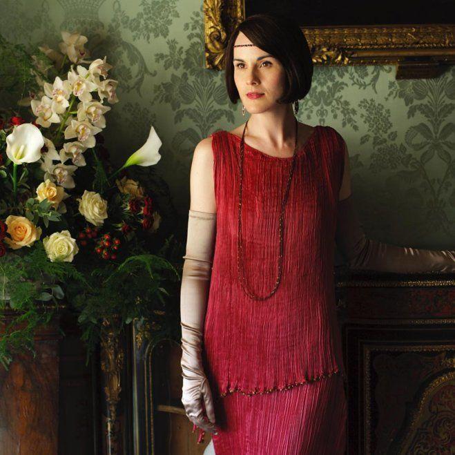 Красный костюм леди Мэри