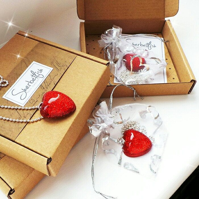 Red sparkly resin heart ❤ and packaging.