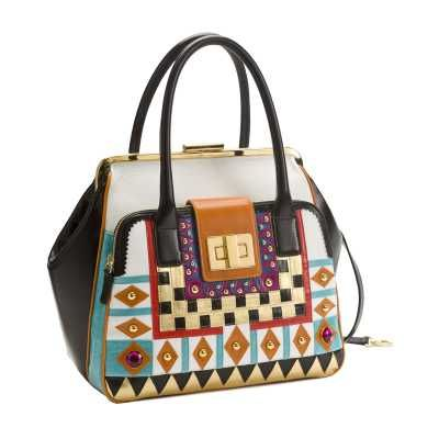 Glamour, branchia di Vanity Fair, espone alcune borse di Braccialini. La loro eleganza diventa così simbolo della donna d'oggi.