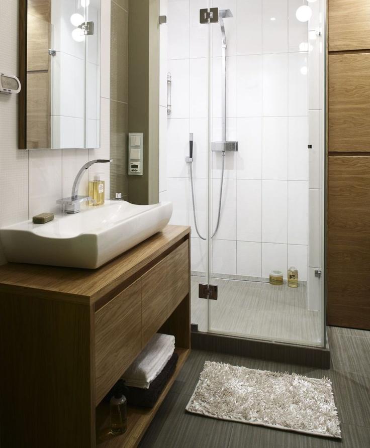 Mała łazienka w oliwkowym kolorze. Aranżacja łazienki z ogrzewaniem podłogowym.
