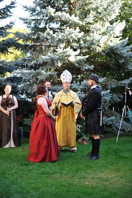 geek wedding: officiant as Impressive Clergyman from The Princess Bride!