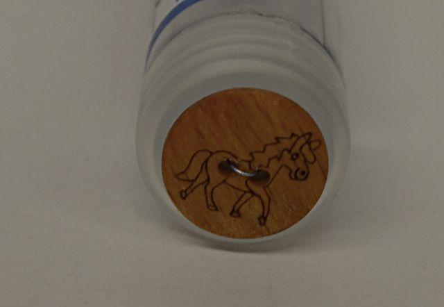 Kinderknöpfe - Knopf Holzpferd 1,8 cm - ein Designerstück von stoffe-tippel bei DaWanda