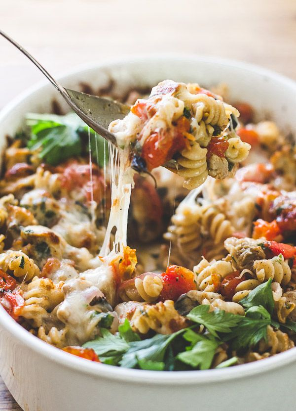 Try this delicious Mediterranean chicken + pasta bake. It's flavorful comfort food that won't weigh you down.