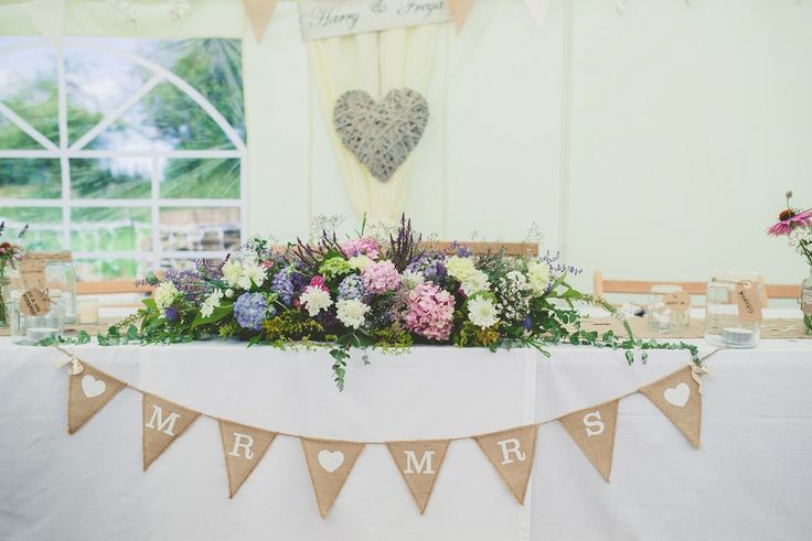 Natural country garden top table arrangement and hessian bunting - http://www.amytaylorimagingphotography.com