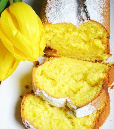 Savurosul Chec pufos simplu este desertul clasic pe care-l putem prepara ori de cate ori dorim un dulce rafinat, delicat, usor de preparat. Sucul de lamaie si esenta de vanilie ii confera o aroma deosebita acestui desert delicat. Ingrediente Chec pufos simplu: 5 oua 1 cana zahar 1 cana faina