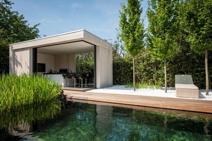 Houten Poolhouse | Bogarden | Trees before fence
