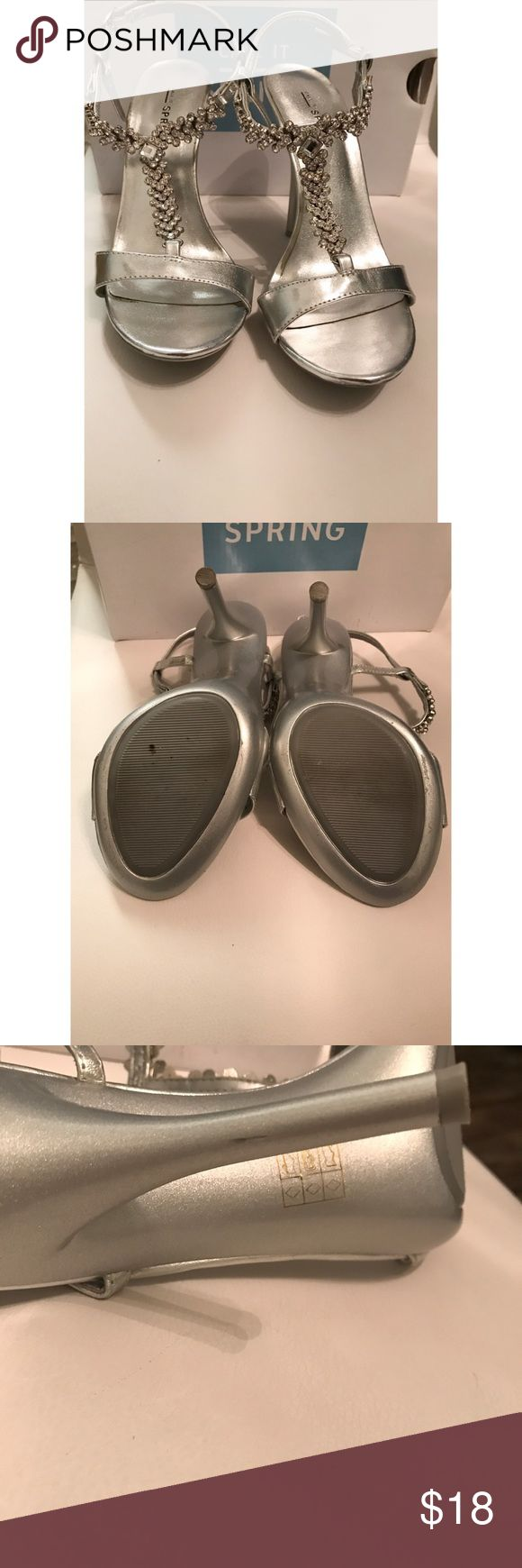 CALL IT SPRING SILVER RHINESTONE HEELS SIZE 7 😍 CALL IT SPRING RHINESTONE SILVER HEELS •SIZE 7 •(THE HEEL HAS A TINY  SCRATCH) OVER ALL GOOD  CONDITION 👠 Call It Spring Shoes Heels