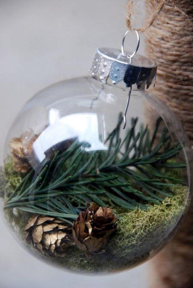 Bekijk de foto van ptd met als titel Kerstbal gevuld met natuurlijke decoratie [thethriftycrafter com]. en andere inspirerende plaatjes op Welke.nl.